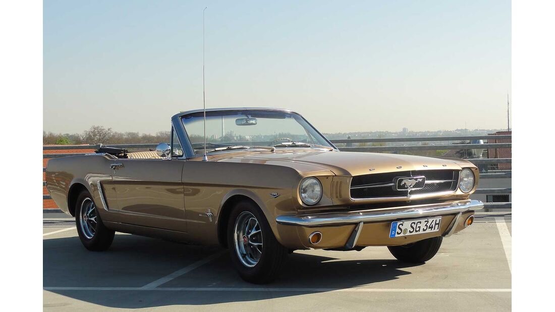 Startnummer 104: Joachim Trumpp im Ford Mustang, 4,7 Liter, V8, 202 PS, Baujahr 1965, Team Schwabengarage.