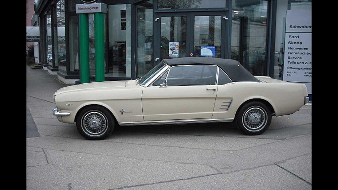 Startnummer 105: Harald Frings und Thomas Muhr im Ford Mustang 289, 4,7 Liter, V8, 202 PS, Baujahr 1966, Team Schwabengarage.