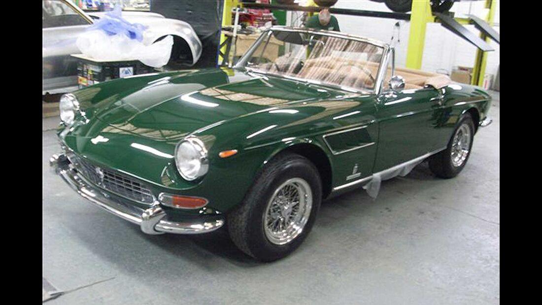 Startnummer 106: Dr. Wilfried und Ursular Bechtolsheimer im Ferrari 275GTS, 3,3 Liter, V12, 260 PS, Baujahr 1965.