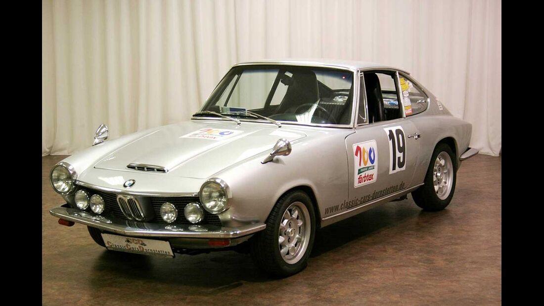 Startnummer 115: Dipl.-Ing. Horst Randecker und Dr. Hartmann Ladendorf im BMW 1600 GT, 1,9 Liter, 4-Zyl. Reihe, 120 PS, Baujahr 1968.