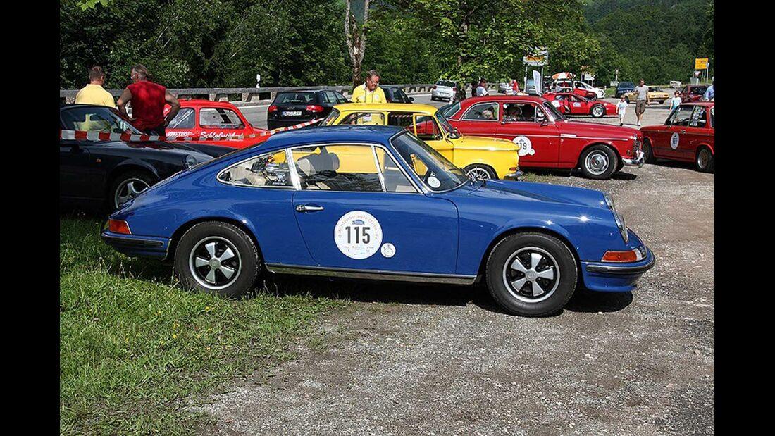 Startnummer 121: Michael Bäuerle und Anja Kalischke-Bäuerle im Porsche 911 T, 2 Liter, 6-Zyl. Boxer, 110 PS, Baujahr 1969.
