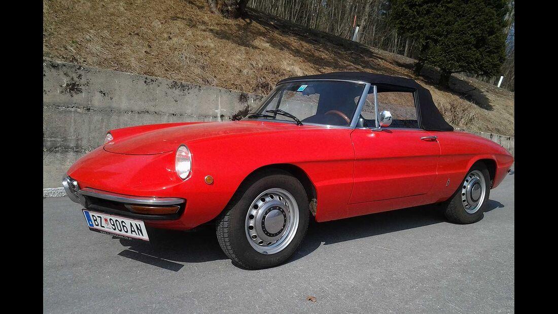 Startnummer 122: Katharina Kessler und Veronica Schenk im Alfa Romeo Giulietta Spider 1300, 1,3 Liter, 4-Zyl. Reihe, 100 PS, Baujahr 1969.