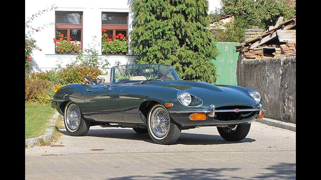Startnummer 131: Richard und Tomas Kopecny im Jaguar E Type, 4,2 Liter, 6-Zyl. Reihe, 280 PS, Baujahr 1971.