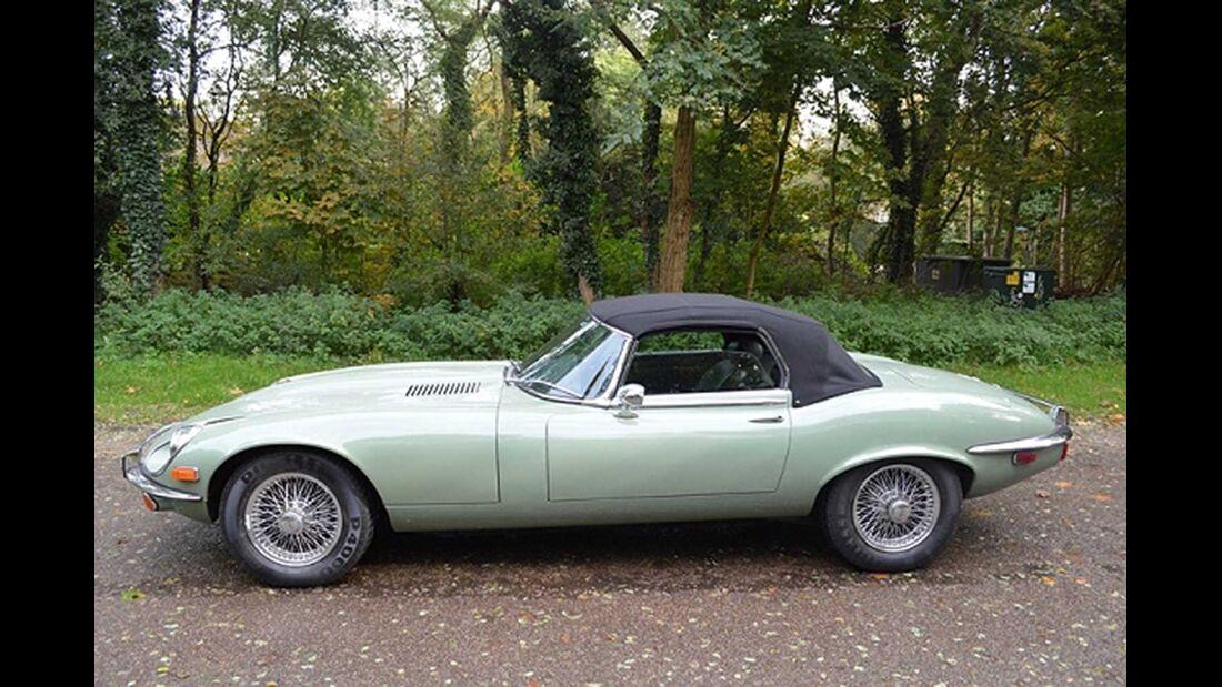 Startnummer 135: Eberhard Thiesen und Duangsamorn Güldner im Jaguar E-Type, 5,3 Liter, V12, Baujahr 1972.