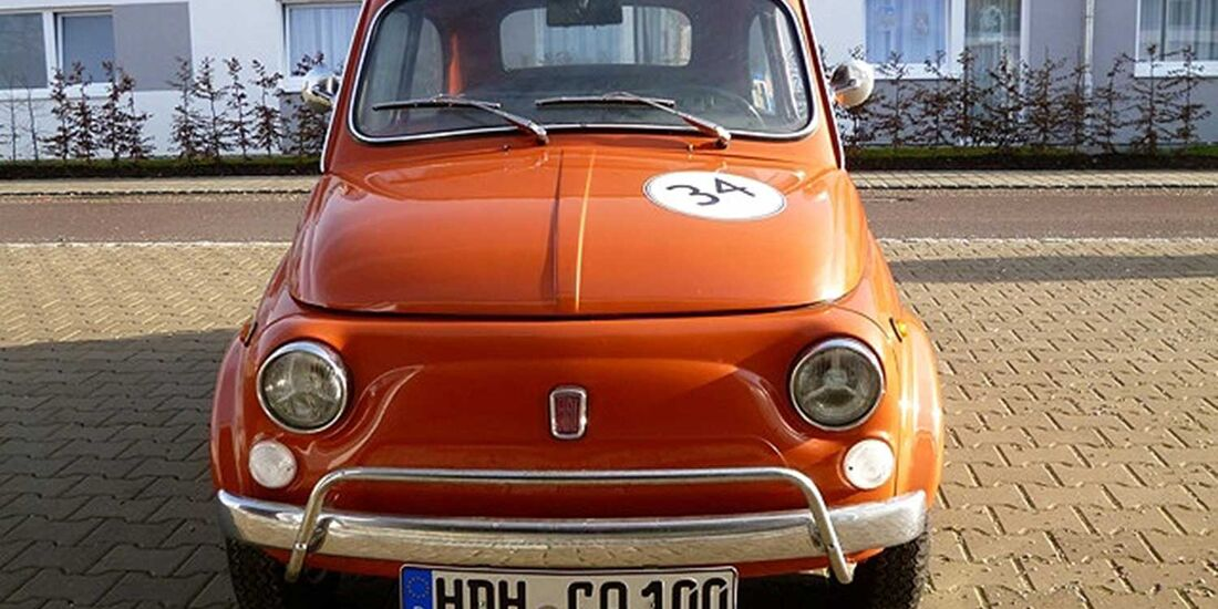 Startnummer 137: Erich Paul Rödner und Peter Sailer im Fiat 500 L Berlina, 0,5 Liter, 2-Zyl. Reihe, 18 PS, Baujahr 1972.