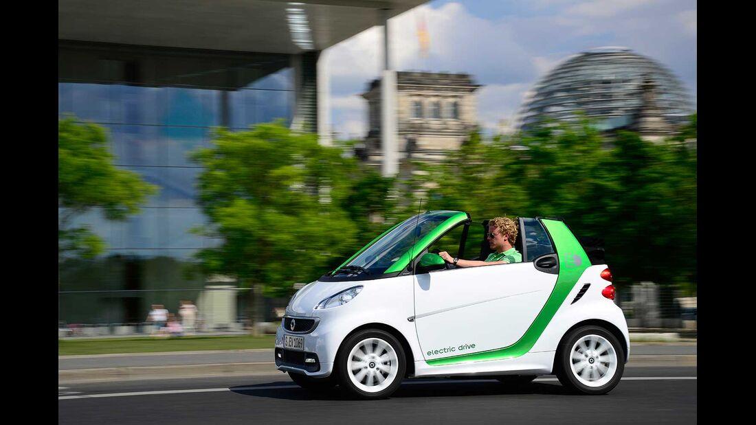 Startnummer 212: Team Daimler im Smart fortwo electric drive, 35 kw, 145 km Reichweite.
