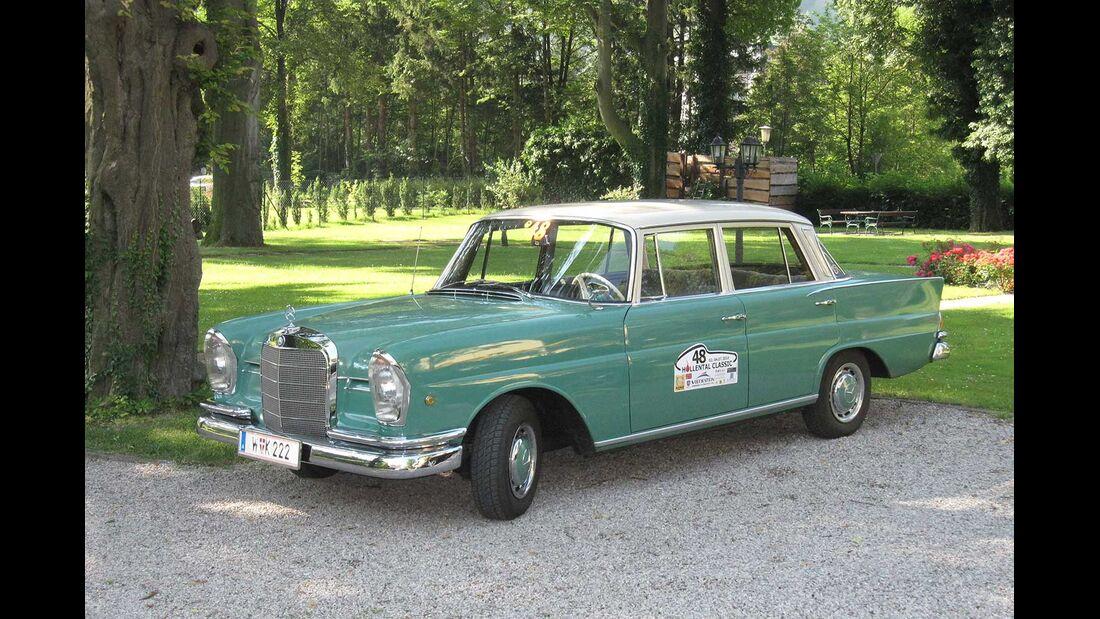Startnummer 84: Dr. Norbert Griesmayr und Mag. Ferdinand Baumgartner im Mercedes-Benz 220 Sb, 2,2 Liter, 6-Zyl. Reihe, 110 PS, Baujahr 1959.