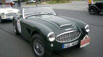 Startnummer 85: Dipl.-Ing. Norbert und Ute Schrader im Austin-Healey 3000 MK I BN 7, 3 Liter, 6-Zyl. Reihe, 122 PS, Baujahr 1959.