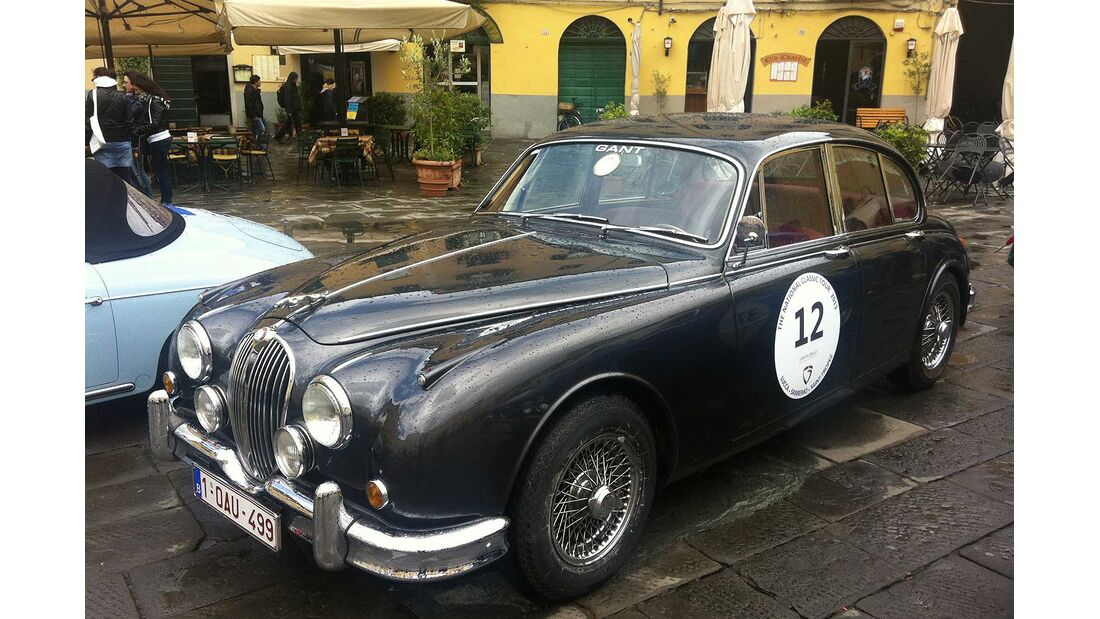 Startnummer 90: Patrick Beekens und Veerle De Pries im Jaguar MK II, 3,8 Liter, 6-Zyl.Reihe, 220 PS, Baujahr 1960.