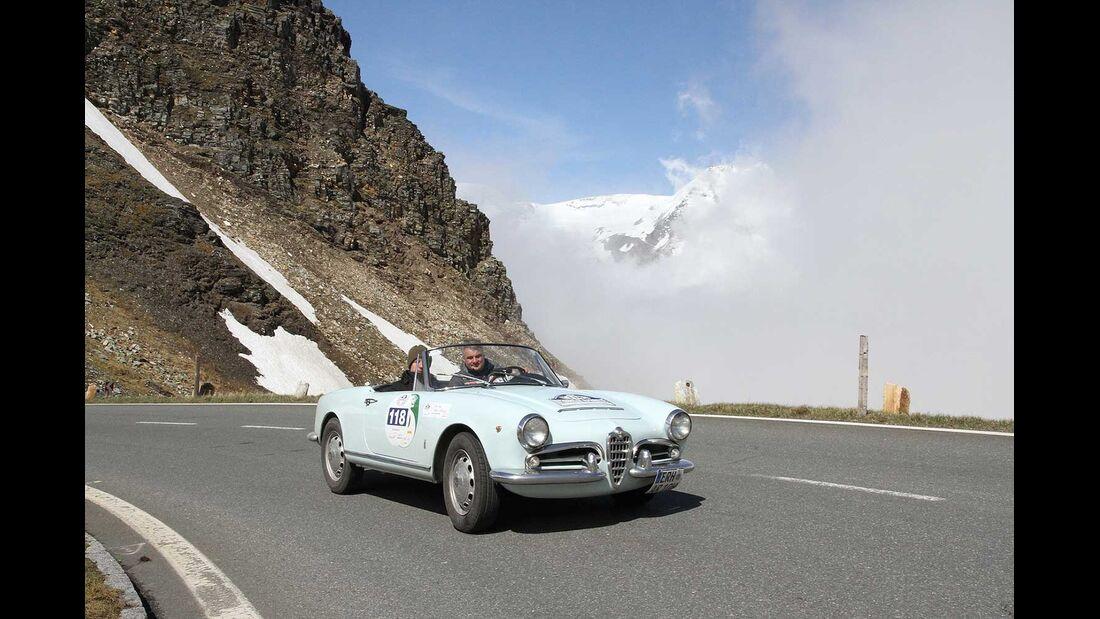 Startnummer 95: Jörg Walz im Alfa Romeo Giulia Spyder, 1,5 Liter, 4-Zyl. Reihe, 90 PS, Baujahr 1964, Team Schaeffler Technologie.