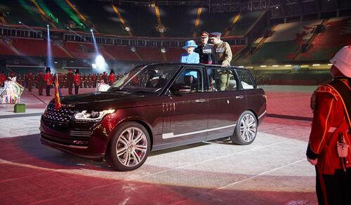 State Review Range Rover Hybrid Queen Elizabeth II. (2015)