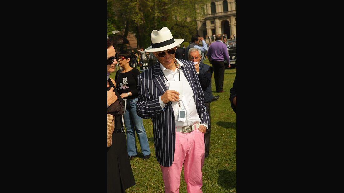 Stilsicheres Besucher-Outfit.