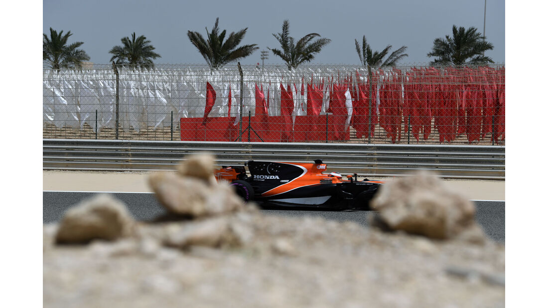Stoffel Vandoorne - McLaren - Formel 1 - Testfahrten - Bahrain - Mittwoch - 19.4.2017