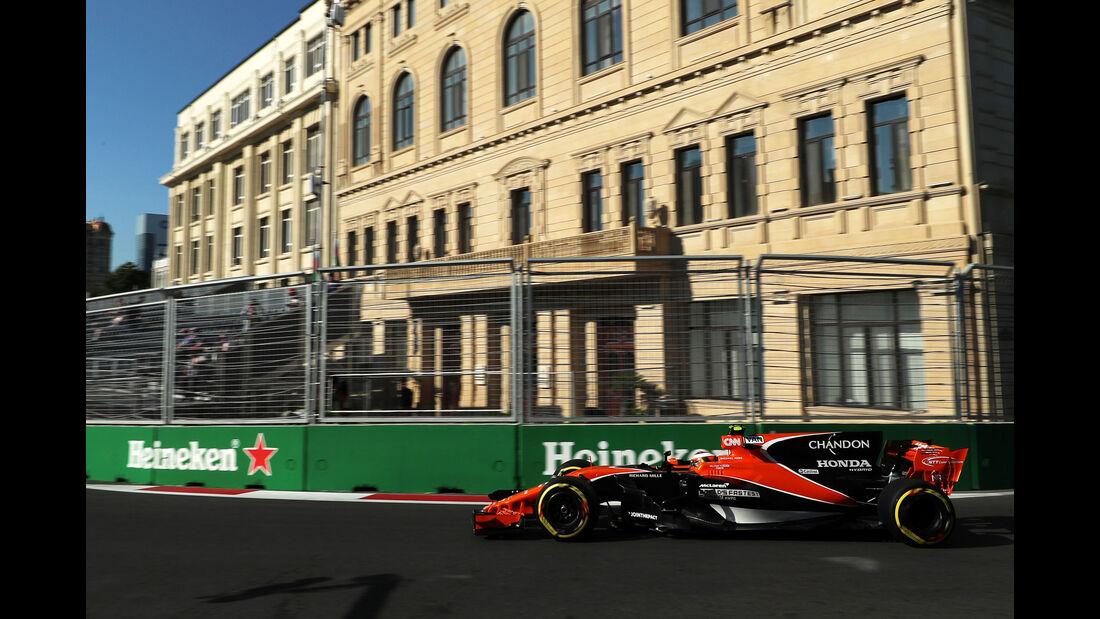Stoffel Vandoorne - McLaren-Honda - Formel 1 - GP Aserbaidschan 2017 - Training - Freitag - 23.6.2017