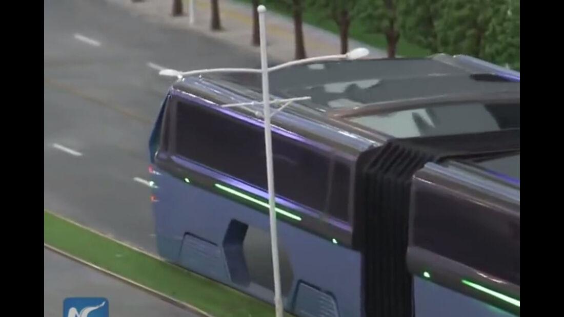 Straddeling Bus