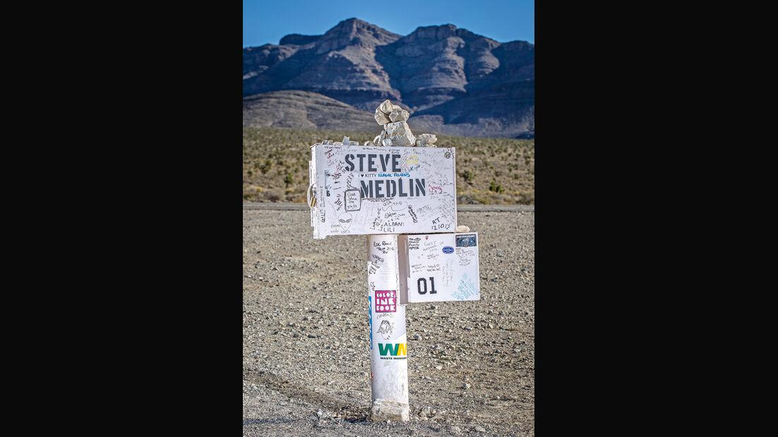 Straßenschild, Steine, Landschaft