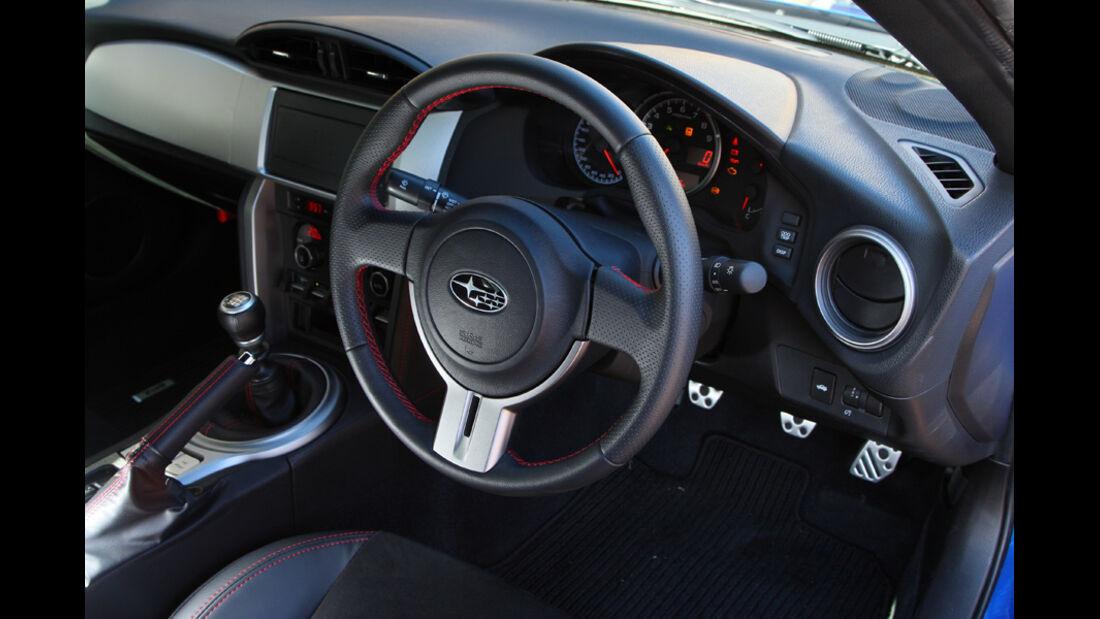 Subaru BRZ, Lenkrad, Cockpit