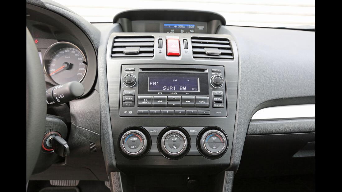 Subaru Impreza 1.6i Comfort, Mittelkonsole, Bedienelemente