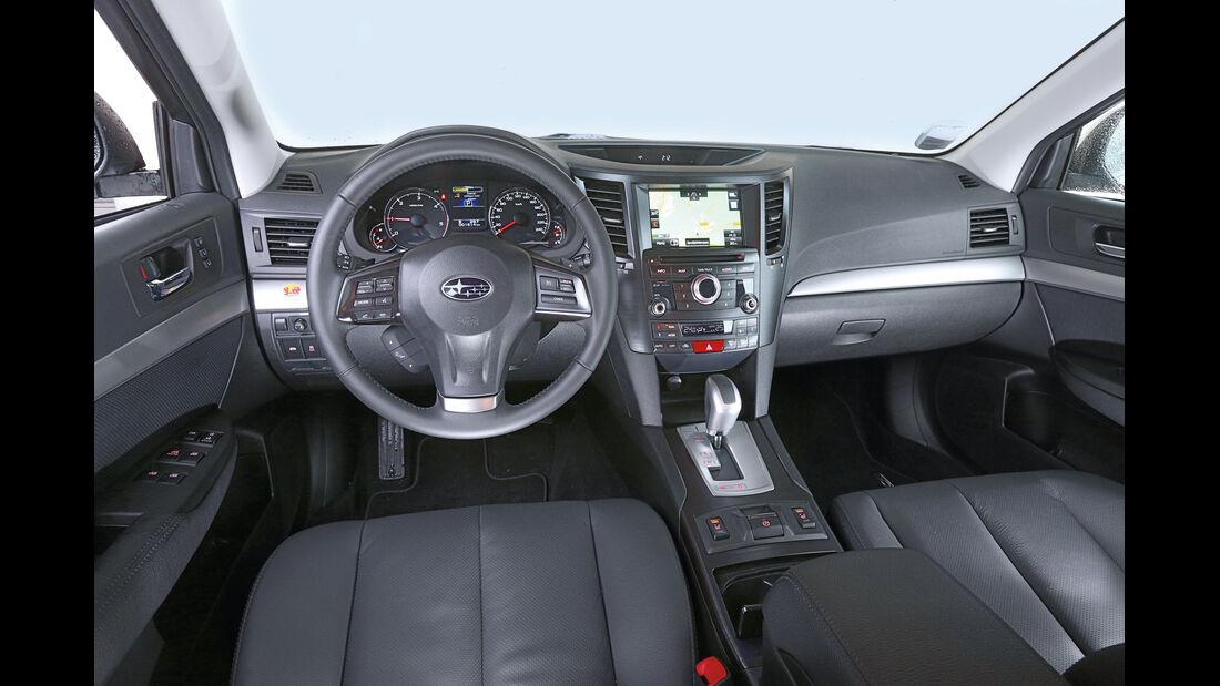 Subaru Outback 2.0D, Cockpit