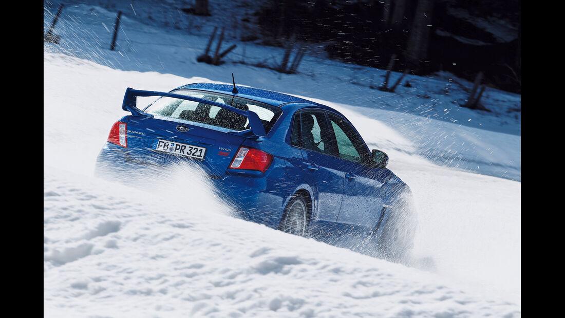 Subaru WRX Sti, Heckansicht, Schnee