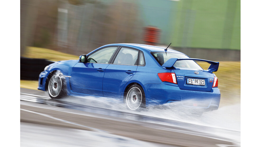 Subaru WRX Sti, Seitenansicht, Wasserstraße