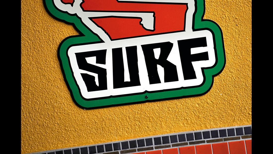 Surfer-Autos, Logo