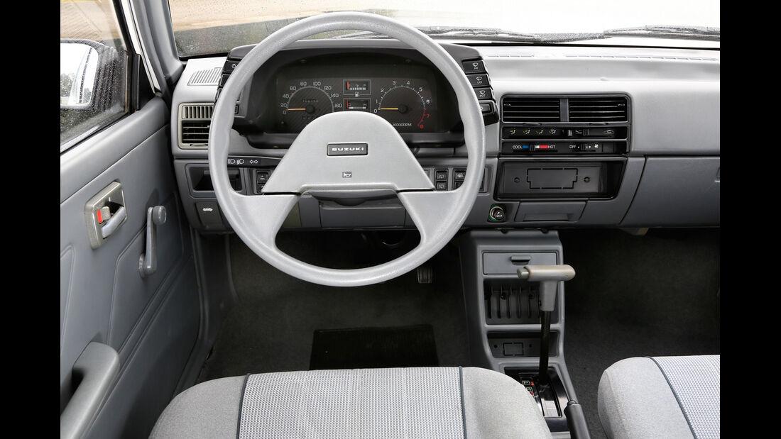 Suzuki Swift, 1983, Cockpit