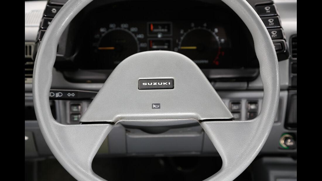 Suzuki Swift, 1983, Lenkrad, Rundinstrumente