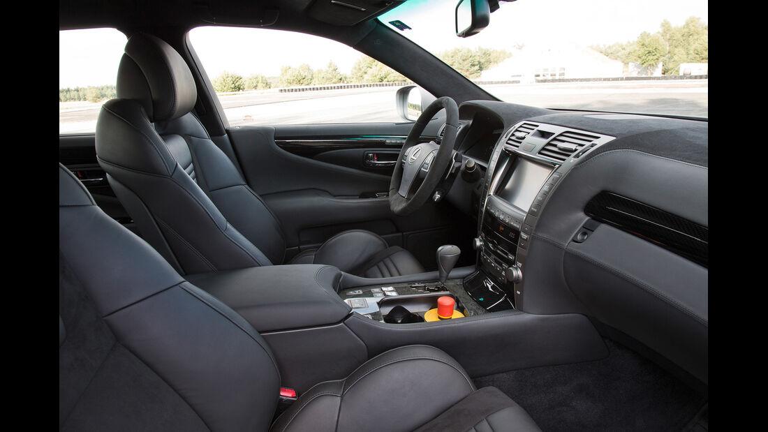 TMG-Lexus TS 650, Cockpit, Sitze