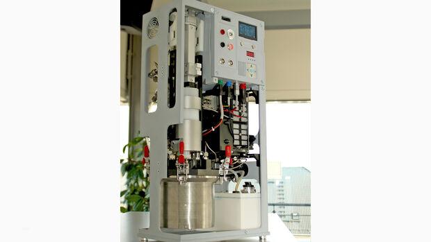 TRL5-Demonstrator eines Stromgenerators mit eingelegter POWERPASTE-Kartusche und 100 W-PEM-Brennstoffzelle.