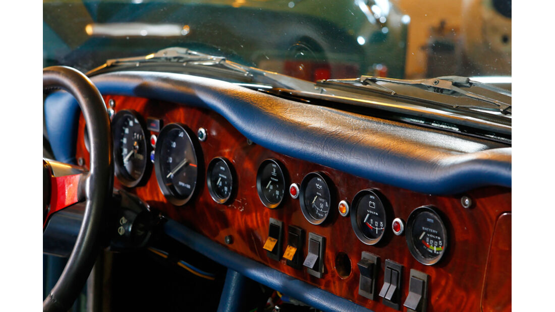 TVR 2000 M, Cockpit, Armaturenbrett