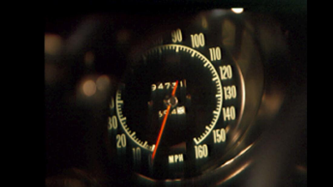 Tacho der Chevrolet Corvette Stingray 454