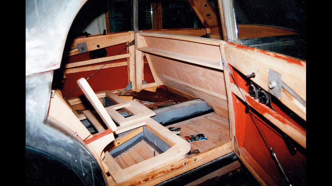 Tatra T 77a, Holzgerippe aus Esche, Cockpit