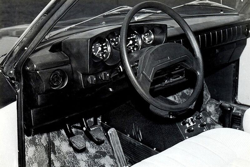 Tatra T613-3 1985-91 Cockpit