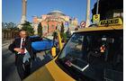 Taxi vor Moschee