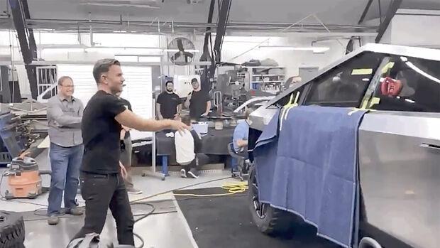 Tesla Cybertruck Fenster-Test
