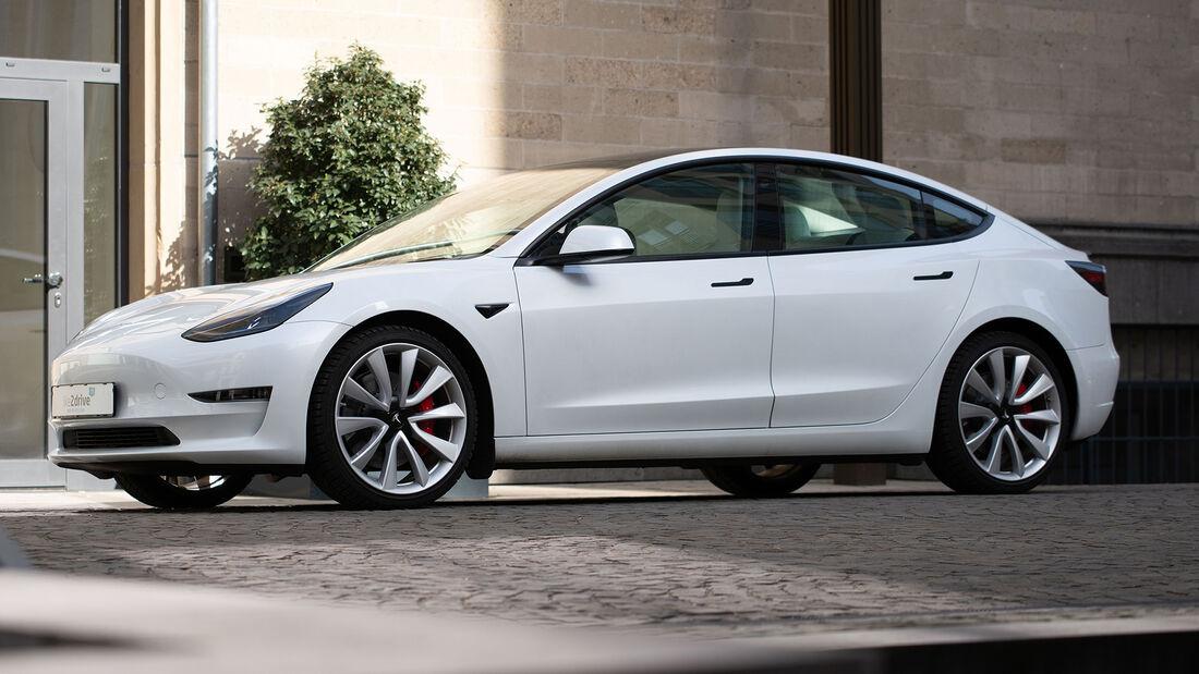 Tesla Model 3 Tchibo