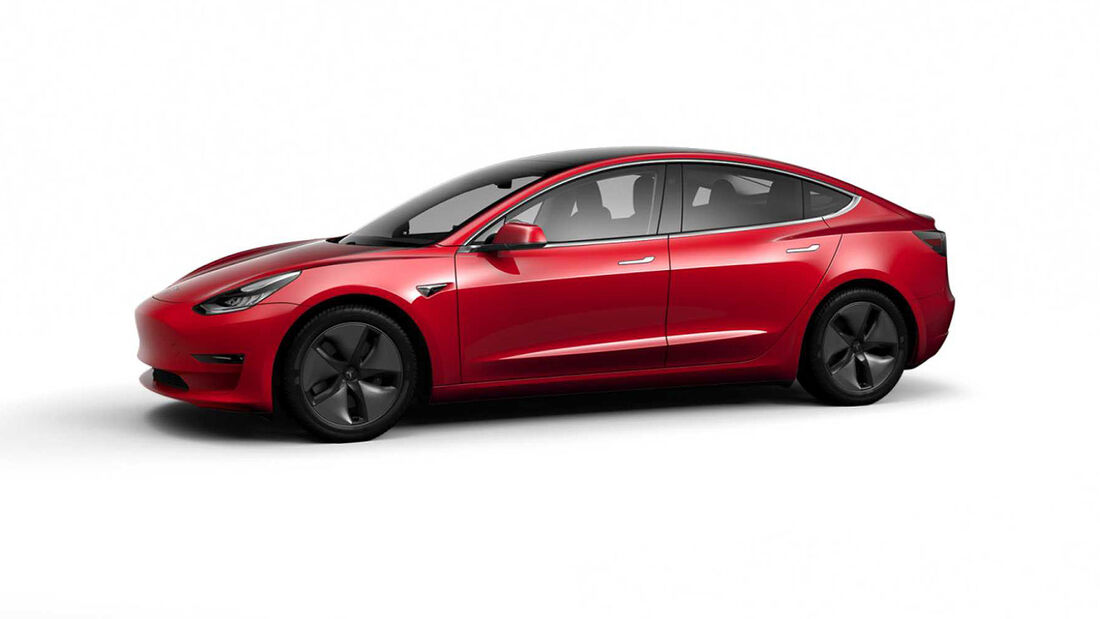 Tesla Model 3 mit chromglänzenden Applikationen