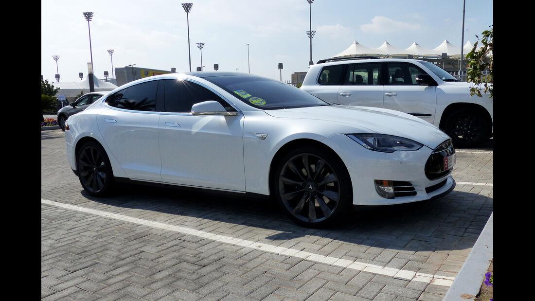 Tesla Model S - F1 Abu Dhabi 2014 - Carspotting