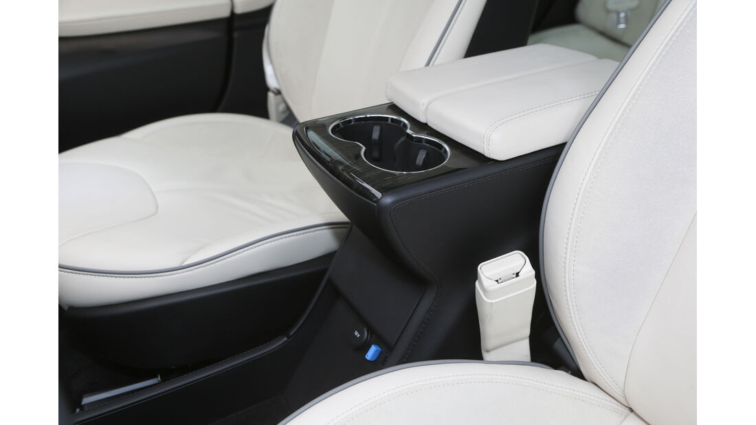 Tesla Model S, Getränkehalter