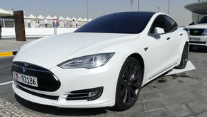 Tesla Model S P90 - Carspotting - GP Abu Dhabi 2016