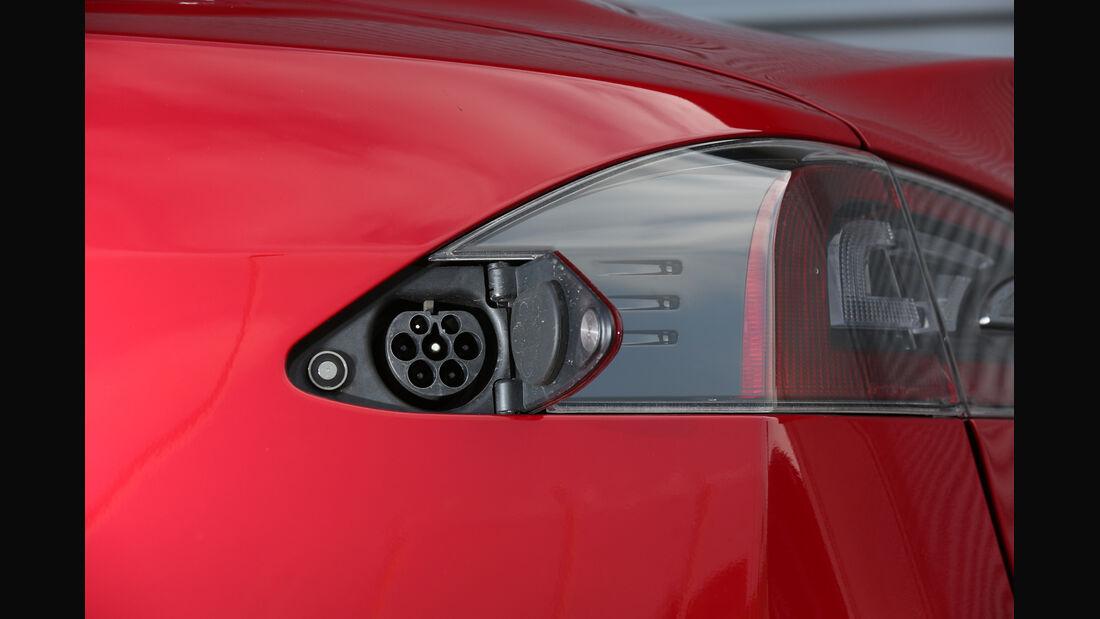 Tesla Model S, Stromanschluss