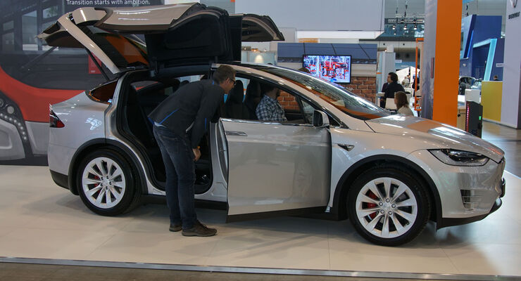 Tesla Model X - Electric Vehicle Symposium 2017 - Stuttgart - Messe - EVS30