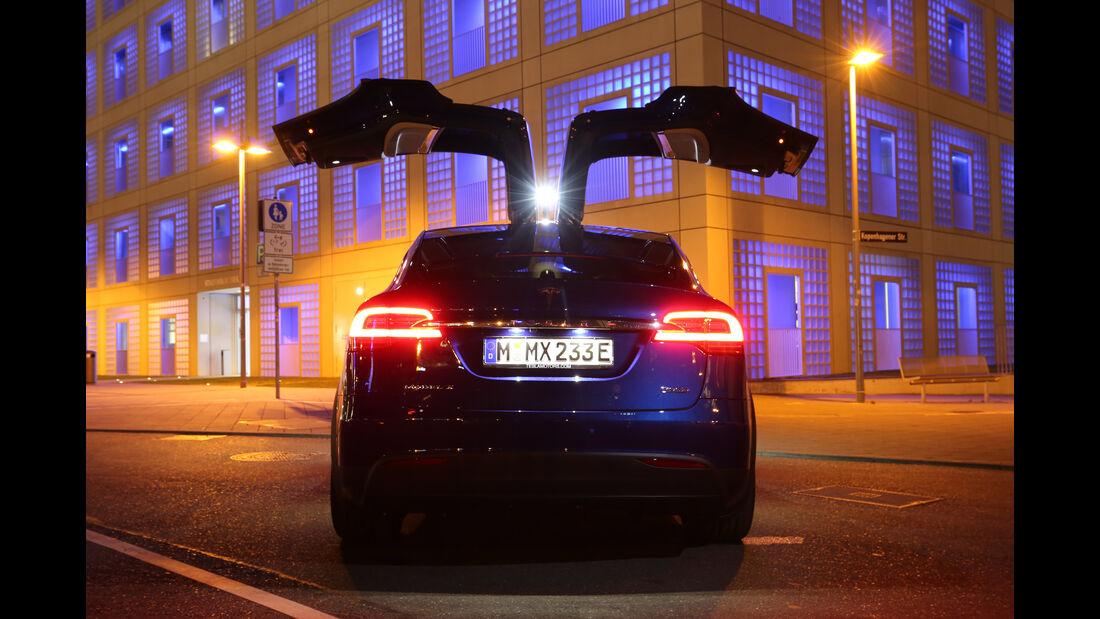 Tesla Model X P90D, Fahrersitz