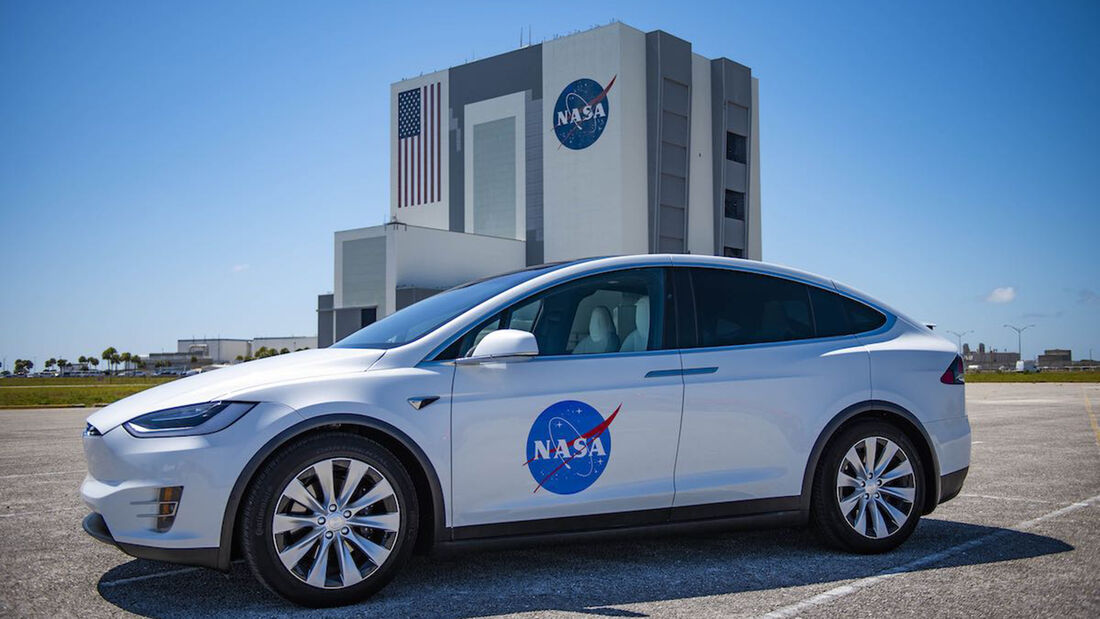 Tesla Model X SpaceX Nasa