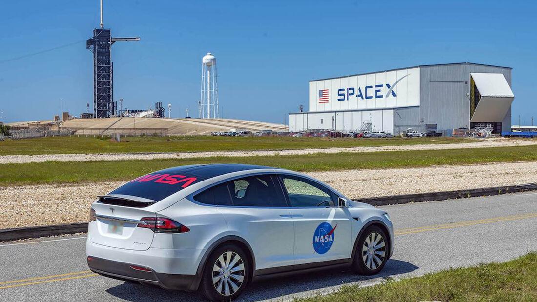 Tesla Model X SpaceX Nasa