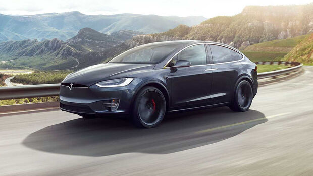 Tesla Model X mit chromglänzenden Applikationen