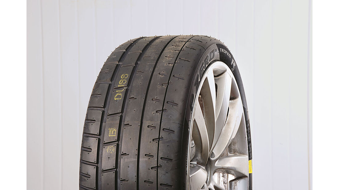 Test - Sportreifen - Semi-Slicks - Pirelli P Zero Trofeo R - 235/35 R19