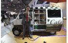 Tokio Motor Show 2011, Impressionen, Mitsubishi, Kaffee zapfen