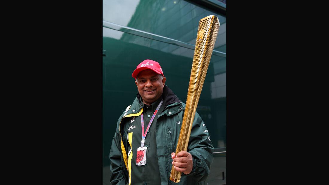 Tony Fernandes Olympia Fackel 2012